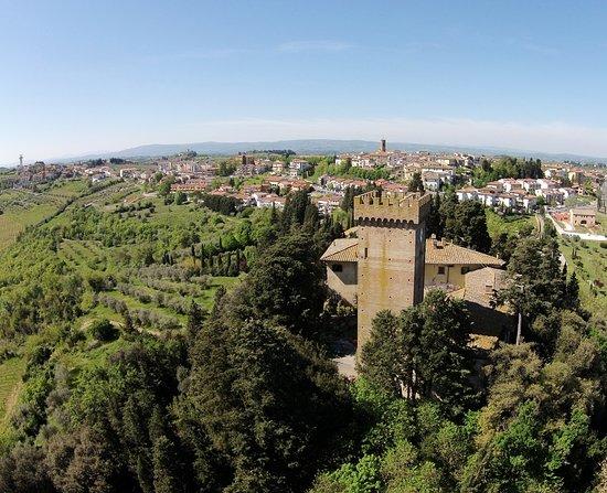 Vista dall'alto di Castello Sonnino e Montespertoli