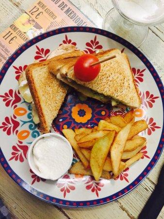 Retamar, España: Sandwich de pollo con pesto verde