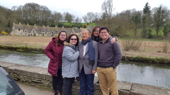 Witney, UK: The Lim family at Bibury