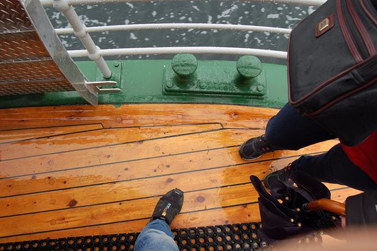 """Sundbaten: Lekre detaljer i veteransundbåten """"Framnes""""."""