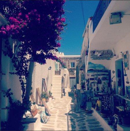 Nausa, Grecja: Artiste peintre