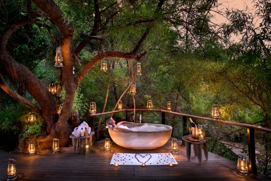 Morukuru Family Madikwe: Romantic bathing outside at Morukuru Owner's House