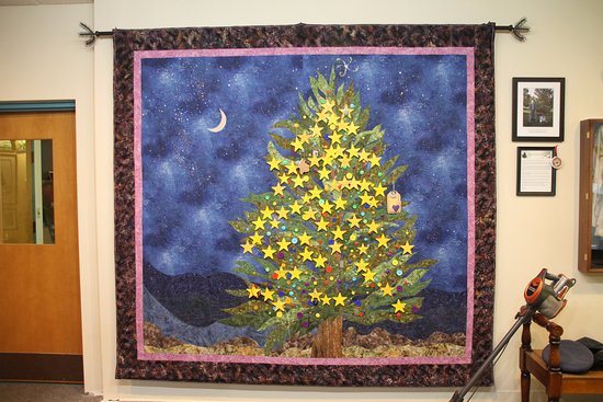 Columbia Falls, ME: Mother's Gold Star Christmas Tree ~ very touching...!