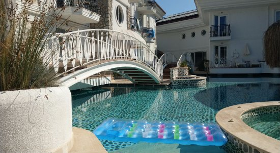 The Pine Hill Hotel & Suites: Chill Pool