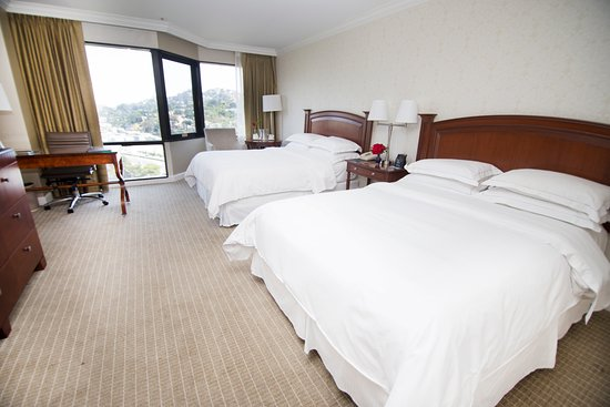 Hilton Los Angeles/Universal City: Room with Two Queens