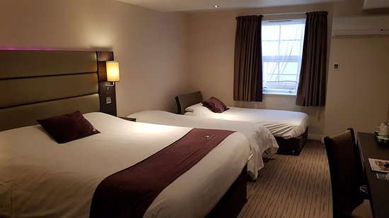 Premier Inn Edinburgh A1 (Newcraighall) Hotel: Two extra bed