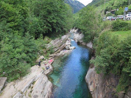 Vogorno, Switzerland: Du monde du monde du monde