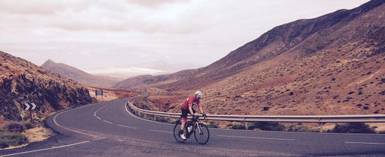 Tuineje, İspanya: One of our happy customers enjoying the quiet roads here in fuerteventura