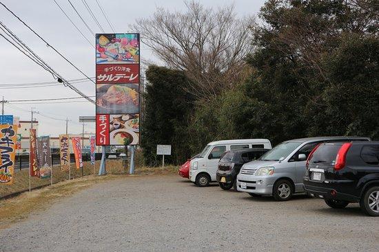 Toride, Japón: 昼時は、人、車 沢山