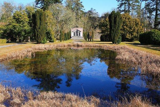 Строукстаун, Ирландия: Strokestown Park Pond and Venetian Window