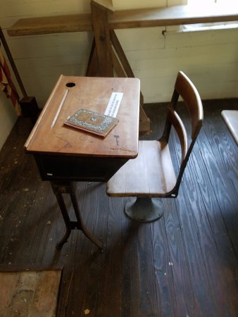 Aiken, Carolina del Sur: 19th century school desk!