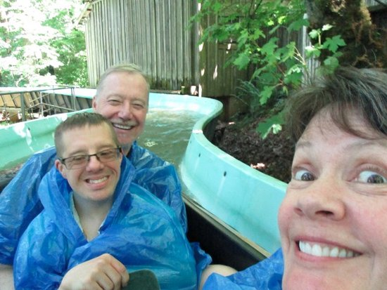 Salem, Oregón: I'd recommend wearing the ponchos on the log ride.