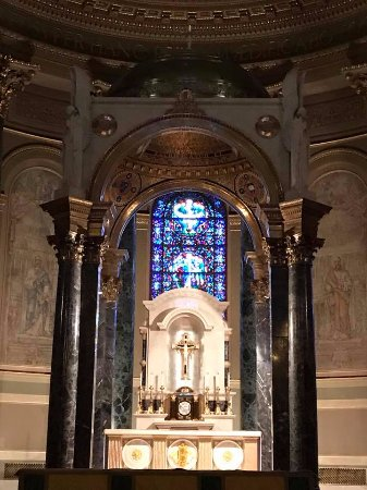 Cathedral Basilica of Saints Peter and Paul: Cathedral altar