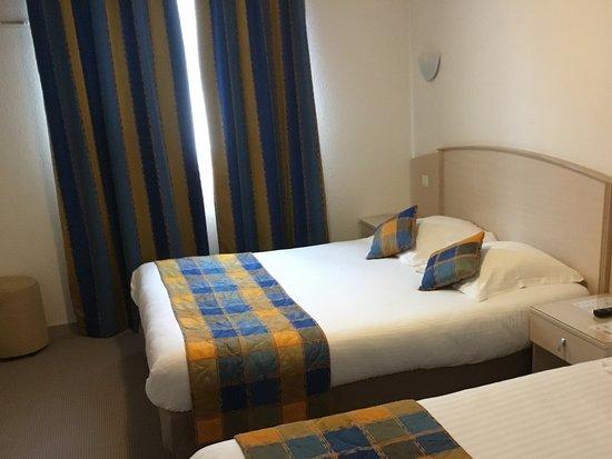 Hôtel Le Kolibri : Een heel nette kamer met prima bedden