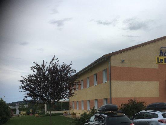 Hôtel Le Kolibri : Voldoende parkeerruimte