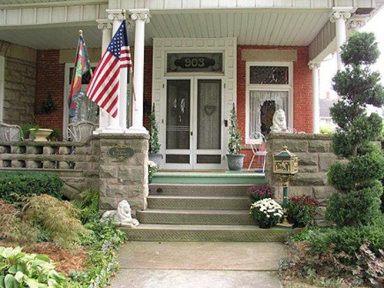 Fremont, OH: Birchard entrance