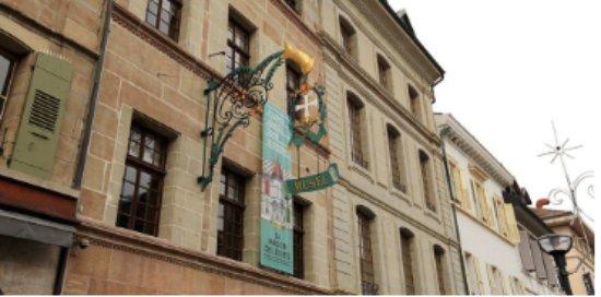 Musée d'apparence mini depuis l'extérieur, mais maxi derrière les murs
