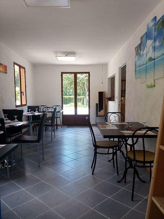 Satillieu, Francja: Salle intérieure, horaires d'ouverture été