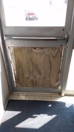 """Quality Suites London: """"Fix"""" for """"security"""" door that faces parking lot hidden from street"""