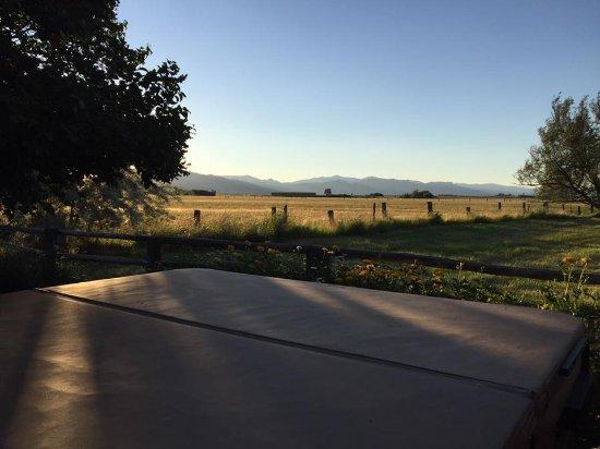 Cedarville, Kaliforniya: Beautiful spa for romantic evening star gazing.