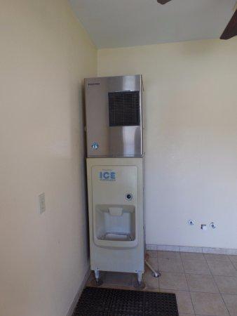 Guest Inn San Benito / Harlingen: Ice Machine
