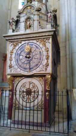Cathedral Saint Jean Baptiste: meridiana