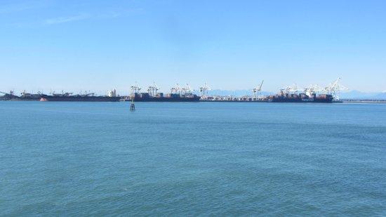 Tsawwassen, Canada: View across the bay