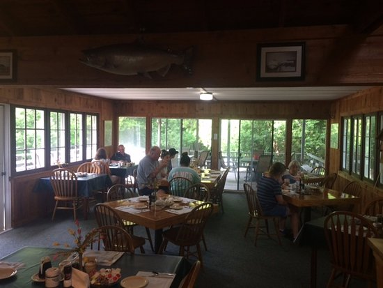 Little Sister Resort: Breakfast dining and family room