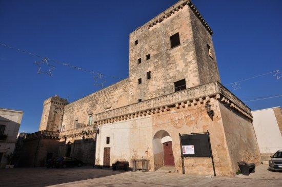 Felline, Italien: Il Castello Baronale XII sec.