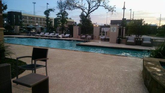 Shenandoah, Teksas: Hot tub and pool area.