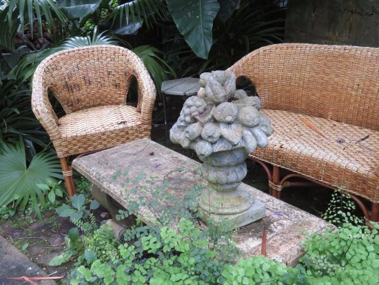 Hunte's Gardens: Sitting area