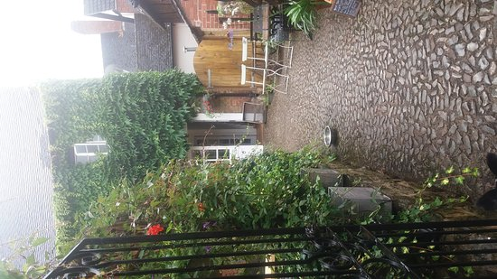 Ledbury, UK : Malthouse café on a rainy day 😊