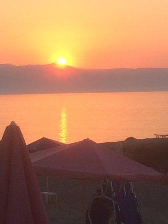 Dias Studios & Apartments : Sunset from beach