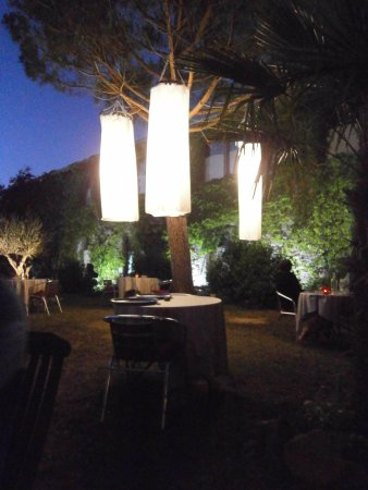 Leran, Frankrike: Binnentuin