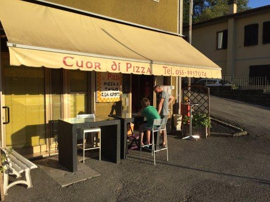 Bucine, Italia: Perfekte Pizza!