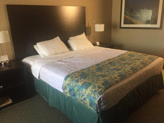 San Bruno, Kaliforniya: King size bed