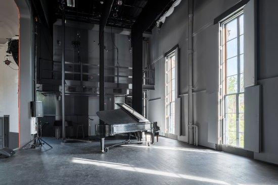 Hudson, NY: Restored stage