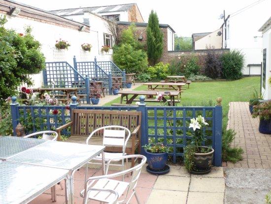 Charlton Kings, UK: Rear South Facing Garden.