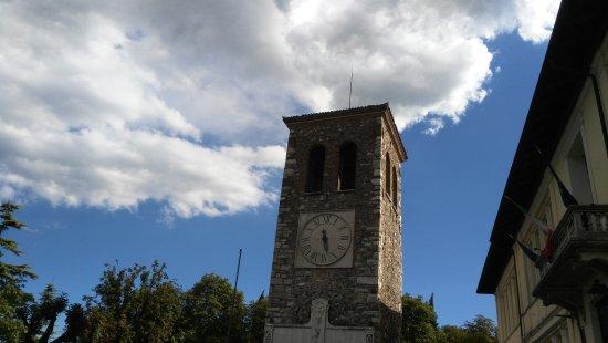 Torre Civica Medievale con resti del castello di Calcinato