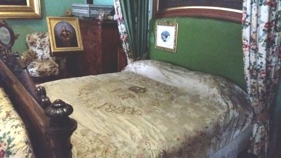 East Cowes, UK: The bed where the Queen died in 1901