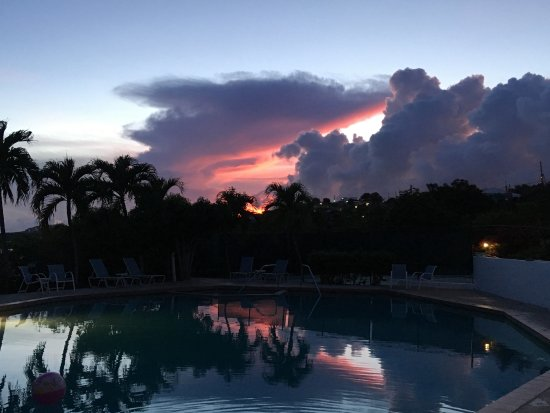 Benner, St. Thomas: Awesome Sunset View from our Balcony Overlooking the Pool