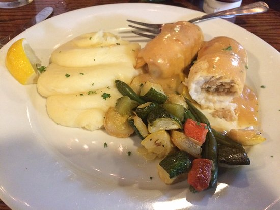 Woodbury, Κονέκτικατ: The Baked Stuffed Sole with Crabmeat and Lobster Sauce is FANTASTIC!