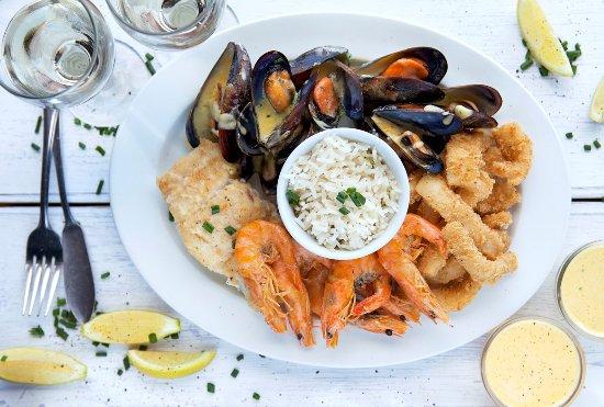 Glencairn, Sudafrica: Seafood platter served with lemon and garlic butter