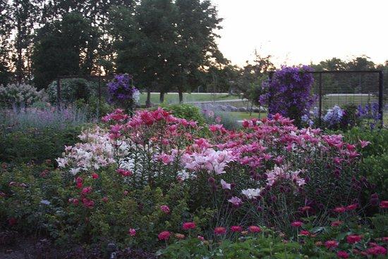 Mayville, Βόρεια Ντακότα: English Garden