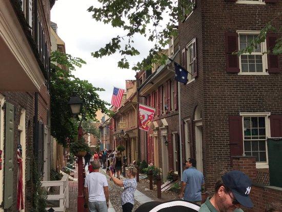 Franklin's Footsteps Colonial Walking Tour: Elfret's Alley in Phildelphia