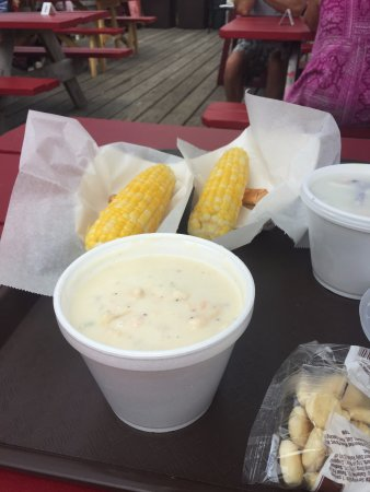 Cape Porpoise, ME: Seafood chowder and fresh corn - doesn't get better than this!