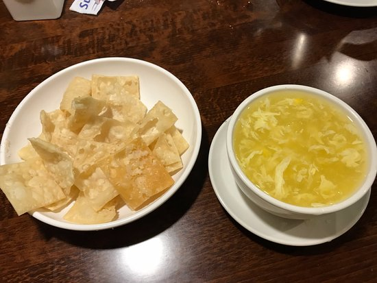 Farmington Hills, MI: Egg drop soup and crispy noodles