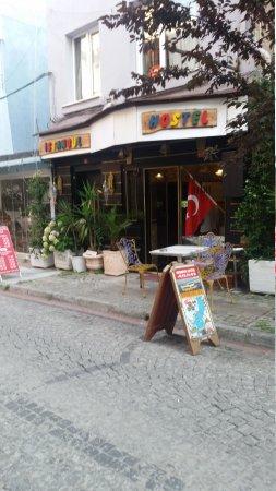 Istanbul Hostel: 20170726_184437_large.jpg
