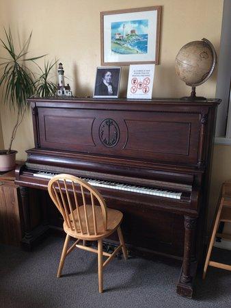 Montara, Califórnia: Faltou alguém está tocando e eu apreciando literalmente, amo pianos.