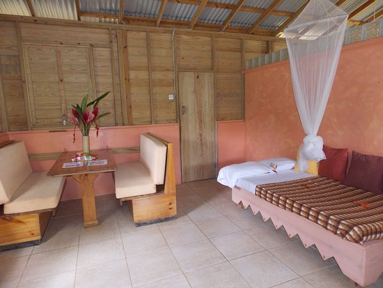 Marigot, Dominica: Arawak cottage interior